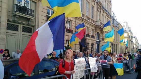 Сенат Франції українці протест
