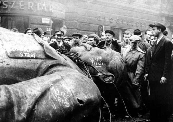 Повалений пам'ятник Сталіну. Будапешт, 1956 рік