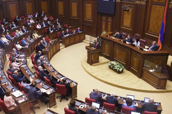 Парламент Вірменії скасував воєнний стан, що діяв майже пів року