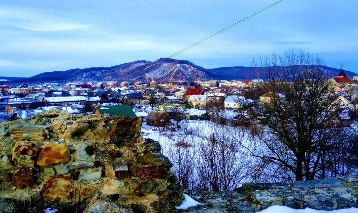 Зимова Надвірна з боку Пнівського замку