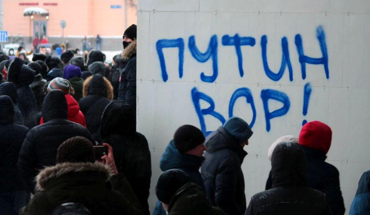 С акции в защиту Навального