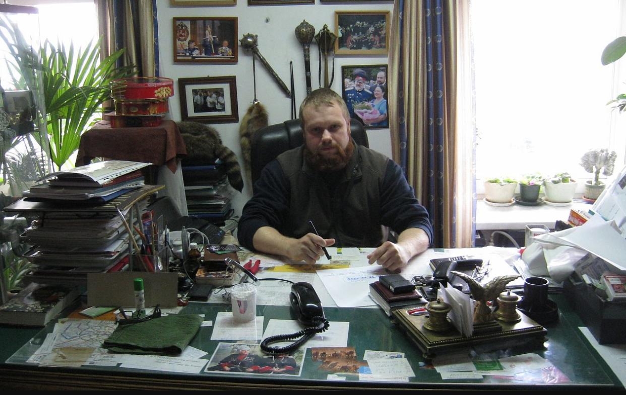 Дмитро Дьомушкін в робочому кабінеті
