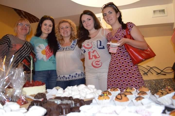Ірина Масленікова (в центрі) обожнює організовувати кулінарні фестивалі та благодійні ярмарки