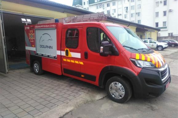 Львівські рятувальники отримали автомобіль першої допомоги