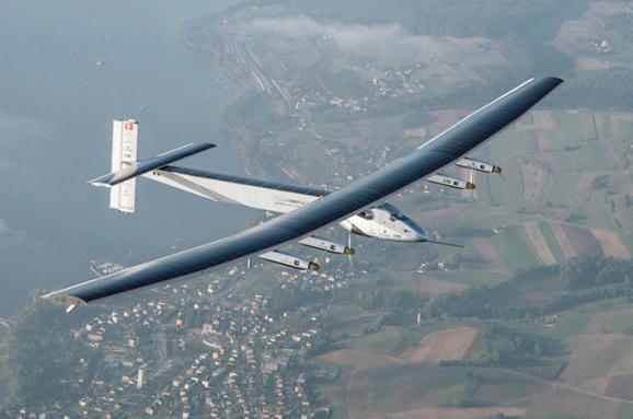 літак на сонячних батареях