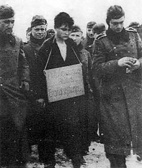 Обыкновенный фашизм - в центре Донецка боевики «ДНР» привязали к столбу женщину с украинским флагом (ФОТО), фото-3